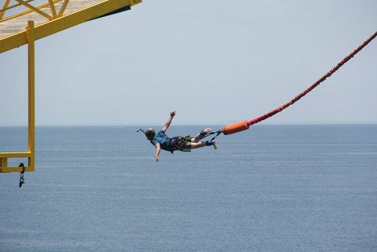 Bungee Beat: Volando en el bungee