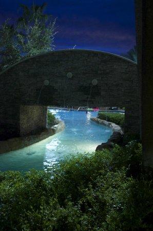 Hilton Orlando Bonnet Creek: Lazy river at night