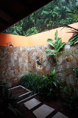Rio Celeste Hideaway Hotel: Outdoor shower