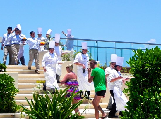 Secrets The Vine Cancun Resort & Spa: A parade of chefs bring out bites of food and drinks to pool area