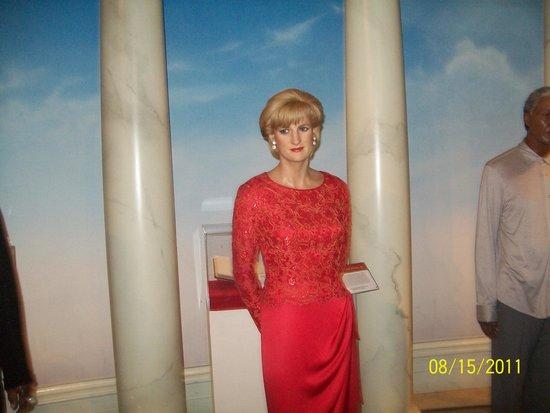 """Madame Tussauds New York: """"Princess Diana"""" figure Madame Tussaud"""