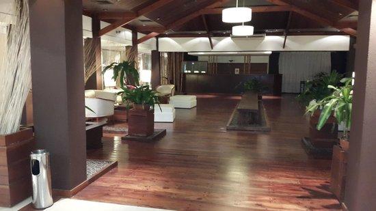 Raices Esturion Hotel: Ingreso, loby