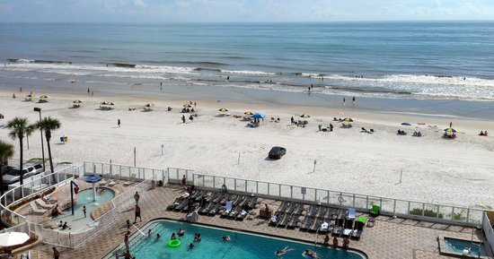 Holiday Inn Resort Daytona Beach Oceanfront: View from balcony of Room 723
