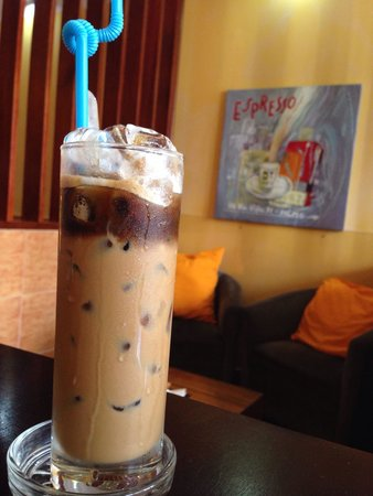 Sozo: Relaxed environment to enjoy delicious cafe sua da!