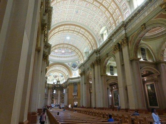 Cathedral of Marie-Reine-du-Monde: Interior