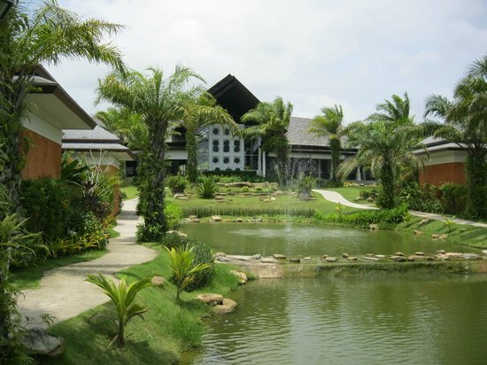 Beyond Resort Khaolak: View back towards reception
