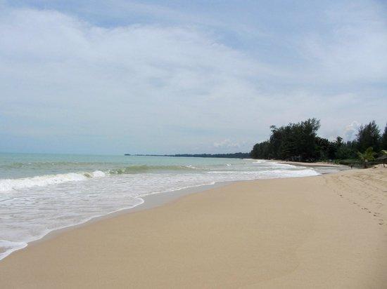 Beyond Resort Khaolak: Beach view from Beyond Resort