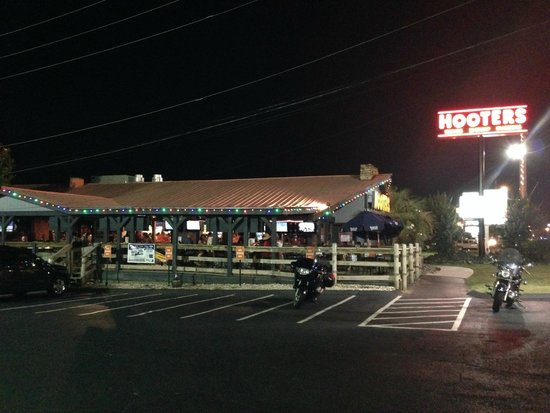 Hooters: View from outside