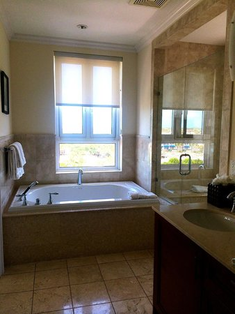 Seven Stars Resort & Spa: Bathroom in one of the units