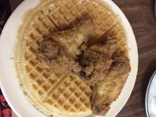 Lincoln's Waffle Shop: Chicken waffles