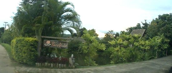 Pura Vida Resort: Entrance to PuraVida