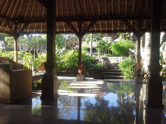 Alindra Villa: quiet sitting area
