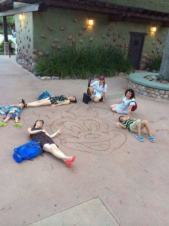 Disney's Animal Kingdom: Farewell picture with artist.