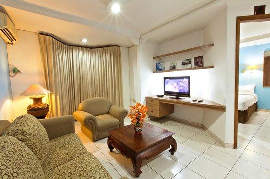Maven Buncit Hotel : Living Room