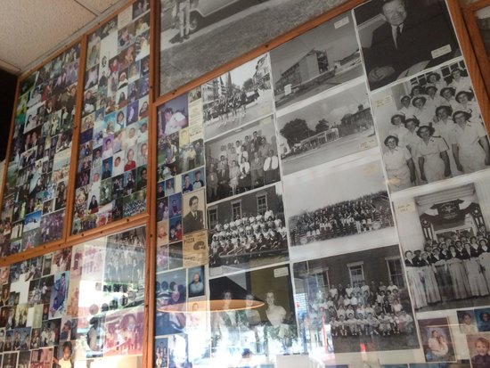 George's Sub & Pizza Shop : Decor