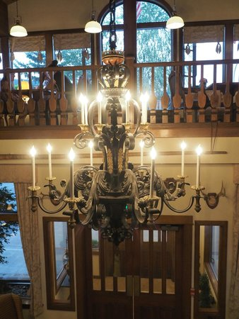 Enzian Inn : Chandelier in the lobby