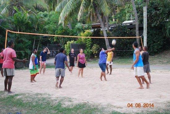 Tokoriki Island Resort : Volleyball - locals VS the world