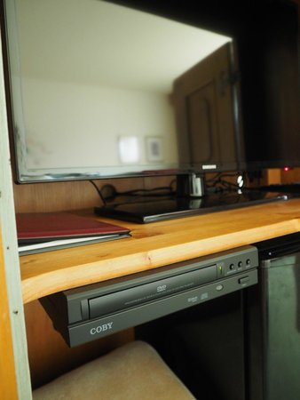 Enzian Inn : LCD TV and DVD player in the cabinet in room 126 - 1 Queen Room