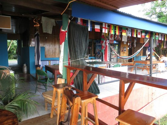Hostel Vista Serena: Dining and relaxation area