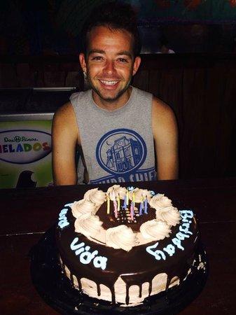 Hostel Vista Serena: Sheldon and his birthday cake