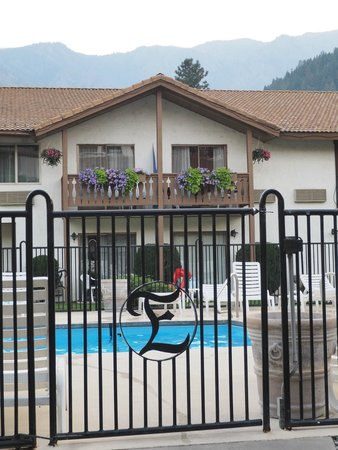 Enzian Inn : Outdoor Pool and its gate