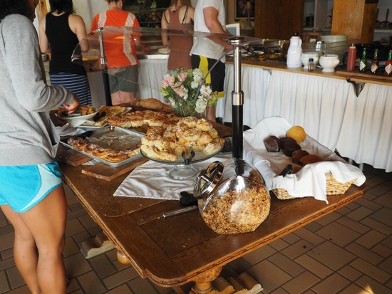 Enzian Inn: Pastries at breakfast buffet