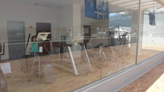 Holiday Inn Express Quito: fitnes centre on th eroof