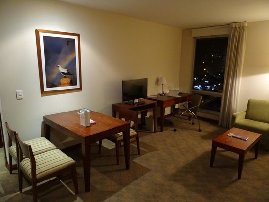 Holiday Inn Express Quito: sitting area in room 1111