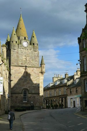 Golf View House: Tain town