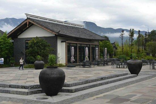 Pullman Lijiang Resort & Spa : Bar/library