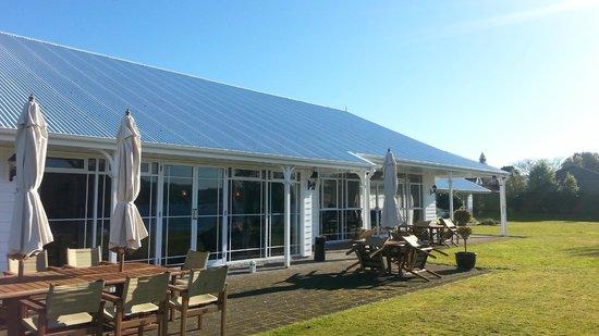 VR Rotorua Lake Resort: the outside area of the restaurant