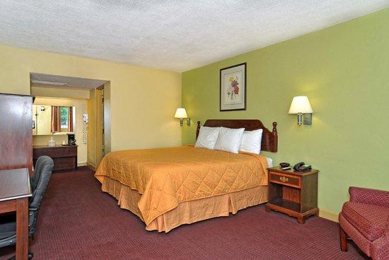 Rodeway Inn: King Bed