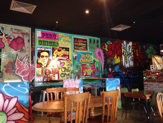 ChiCha Street Food : Art on walls