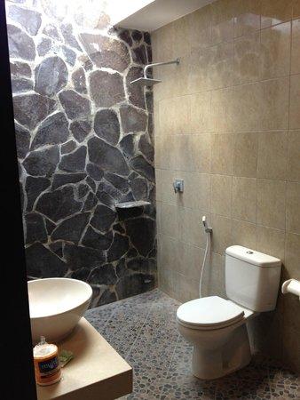 Matra Bali Guesthouse : Bathroom
