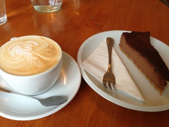Tricafe: Cappuccino and Chocolate Cheesecake
