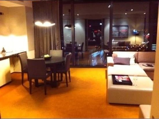 Crown Metropol Melbourne: lounge