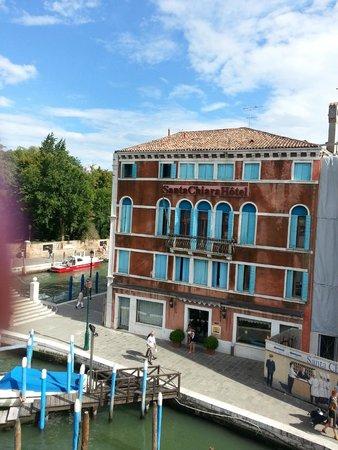 Santa Chiara Hotel : Exterior of the hotel from the bridge