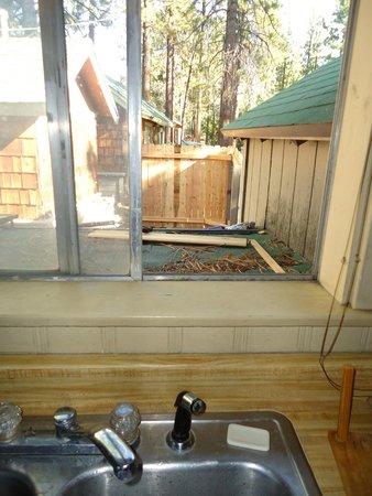 Shore Acres Lodge: kitchen view