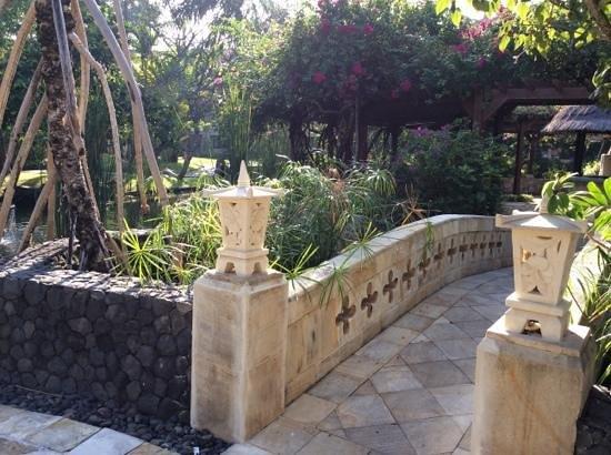 The Royal Beach Seminyak Bali - MGallery Collection: garden