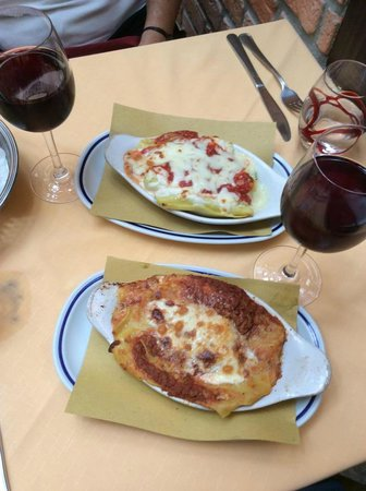 "Trattoria Pizzeria "" : Lunch: Lasagna and spinach and cheese cannelloni"