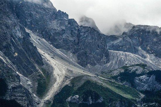 Yulong Snow Mountain and Glacier Park : Jade Dragon