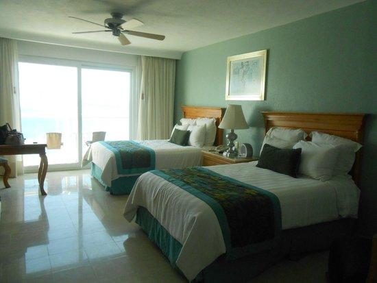 Emporio Acapulco Hotel: habitación limpia