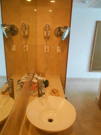 Emporio Acapulco Hotel: El baño...