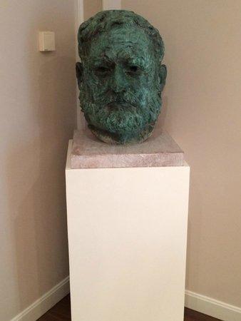 Gran Hotel La Perla: Hemmingway bust in Special Hemmingway room