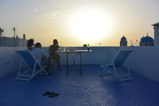 Niki's Pension: Sunsetting over the sea on the rooftop.