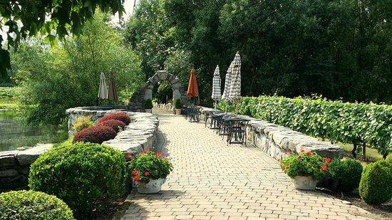 Ridgefield, WA: Lakeside seating