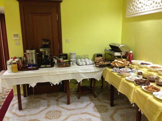 Basileus Hotel: Breakfast