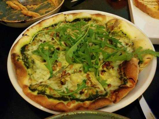 Prego : pesto, nuts, rocket pizza