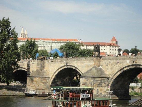 Prague Venice Boat Trip : チャールズブリッジ