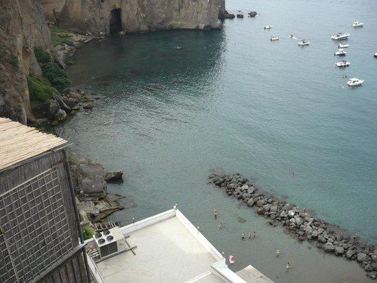Ristorante Giosue' a Mare: vista da sopra al ristorante albergo